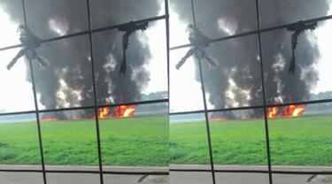 Pesawat tempur F-16 milik TNI AU gagal take off di Lanud Halim Perdanakusuma Jakarta, Kamis (16/4/2015). Insiden ini mengakibatkan pesawat dengan nomor ekor TS-1643 tersebut terbakar. (twitter.com/eldayato)