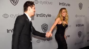 Penyanyi Mariah Carey bersama kekasihnya, Bryan Tanaka menghadiri acara after party Golden Globes di The Beverly Hilton,  California, Minggu (7/1). Mariah Carey dan pacar brondongnya tak segan mengumbar kemesraannya mereka. (Chris Pizzello/Invision/AP)