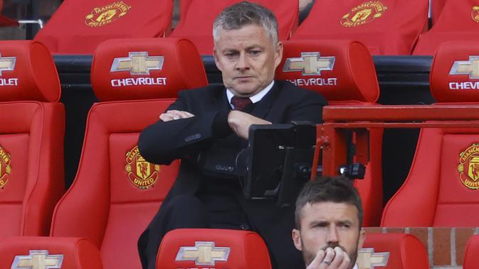 Manajer Manchester United Ole Gunnar Solskjaer tampak sedih selama pertandingan sepak bola Liga Inggris antara Manchester United dan Crystal Palace di stadion Old Trafford di Manchester, Inggris, Sabtu, 19 September 2020. (Richard Heathcote / Pool via AP)