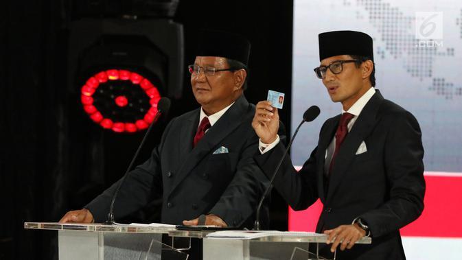 Capres dan Cawapres nomor urut 02 Prabowo Subianto-Sandiaga Uno beradu gagasan selama Debat Pilpres 2019 kelima di Jakarta, Sabtu (13/4). Debat kelima merupakan debat terakhir dalam masa kampanye dan mengambil tema Ekonomi, Kesejahteraan Sosial, Keuangan dan Investasi. (Liputan6.com/Johan Tallo)
