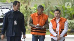Mantan Komisioner KPU, Wahyu Setiawan dan staf Sekjen PDIP Hasto Kristiyanto, Saeful Bahri  akan menjalani pemeriksaan sebagai saksi oleh penyidik terkait kasus penerimaan hadiah atau janji penetapan anggota DPR Terpilih 2019-2024 di Gedung KPK, Jakarta, Rabu, (5/2/2020). (merdeka.com/Dwi Narwoko)