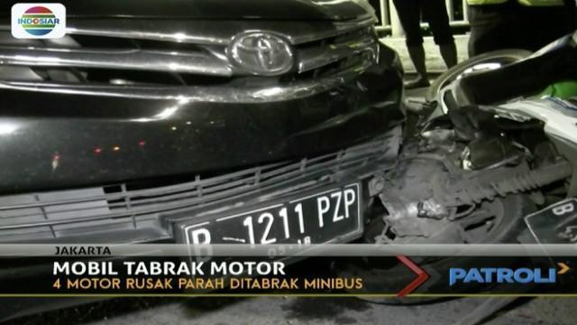 Tidak ada korban jiwa dalam peristiwa ini, namun sopir minibus dibawa ke kantor polisi.