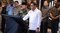 Menteri Pendayagunaan Aparatur Negara dan Reformasi Birokrasi (PANRB) Syafruddin dan Walikota Bogor Bima Arya saat peresmian Mal Pelayanan Publik (MPP) di pusat perbelanjaan Lippo Plaza Kebun Raya Bogor.