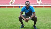 Victor Igbonefo mendapat tawaran perpanjangan kontrak dari Siam Navy FC. (Bola.com/Iwan Setiawan)