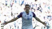 Penyerang Timnas Islandia, Alfred Finnbogason, mencetak gol pertama Islandia di ajang Piala Dunia. (AFP/Juan Mabromata)