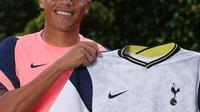 Carlos Vinicius resmi diperkenalkan Tottenham Hotspur. (Dok. Tottenham)