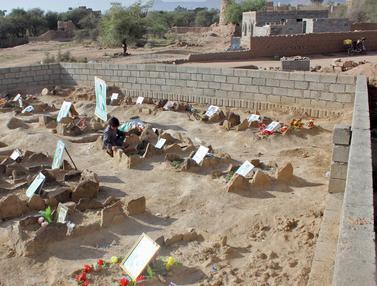 Menengok Makam Anak-Anak Yaman yang Terkena Serangan Udara Saudi