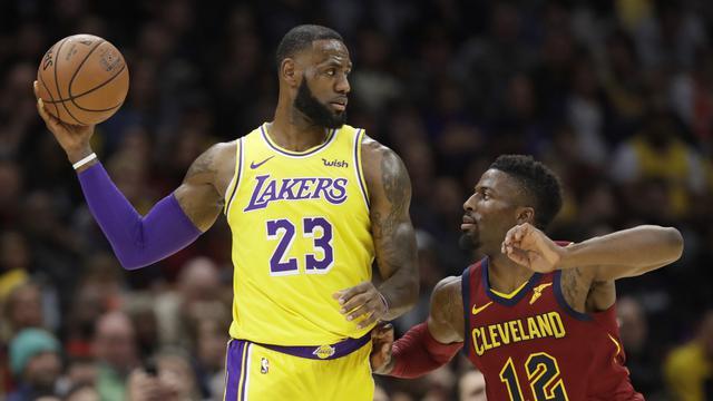 Aksi LeBron James kala Lakers mengunjungi markas Cavaliers di ajang NBA