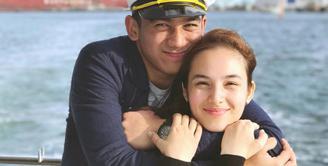Chelsea Islan mengunggah sebuah foto mesra dengan keterangan yang sangat romantis untuk Daffa Wardhana. Hal tersebut dikarenakan anak Marini Zumarnis itu berulangtahun ke 19. (instagram/chelseaislan)