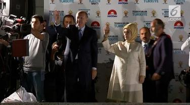 Pada Senin pagi, Dewan Pemilihan Tertinggi mengatakan 97,7 suara telah dihitung dan menyatakan Erdogan sebagai pemenang.