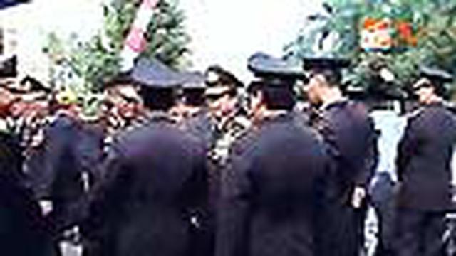Para jenderal yang dituding memiliki rekening gemuk beramai-ramai melansir bantahan.