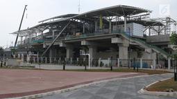 Tampilan salah satu sisi pembangunan Stasiun kereta LRT Velodrome Rawamangun, Jakarta, Selasa (17/7). LRT fase 1 rute Kelapa Gading-Velodrome Rawamangun sepanjang 5,8 kilometer ditargetkan selesai jelang Asian Games 2018. (Liputan6.com/Helmi Fithriansyah)