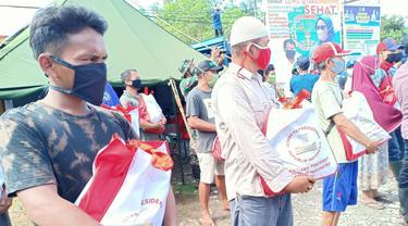 Presiden Jokowi kirimkan bantuan sembako kepada masyarakat terdampak banjir bandang di Kabupaten Luwu Utara, Sulawesi Utara.