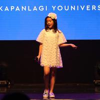 Penampilan Clarice Cutie saat bernyanyi dalam acara XYZ Day 2018 di Jakarta, Rabu (25/4). Dalam acara XYZ Day 2018 ini Clarice Cutie juga merupakan salah satu pembicara termuda. (Liputan6.com/Immanuel Antonius)