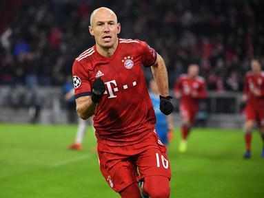 Hampir satu dekade Robben bermain di Bayern Munchen. Banyak gelar yang disumbangkan untuk the Bavarian. Namun kontraknya yang tidak diperpanjang membuat Robben harus mencari pelabuhan karier selanjutnya. (Kolase Foto AFP)