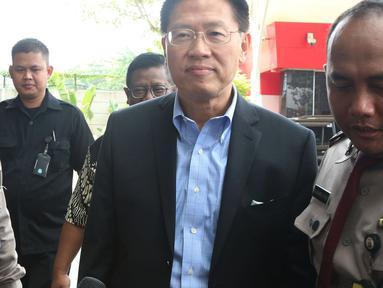 CEO Lippo Group James Riady (tengah) tiba di Gedung KPK, Jakarta, Selasa (30/10). James Riady memenuhi panggilan oleh penyidik KPK. (Merdeka.com/Dwi Narwoko)