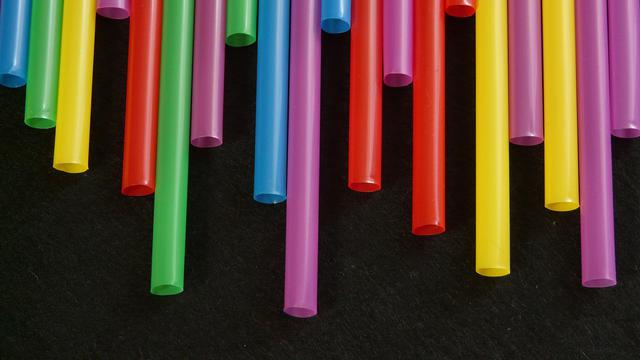 Ilustrasi Sedotan Plastik