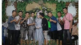 6 Foto Gaya Bebas Bareng Pengantin saat Resepsi Pernikahan Ini Bikin Geleng Kepala