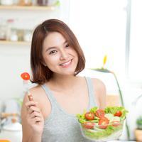 Ilustrasi makan sayur/copyright shutterstock By Makistock