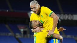 Richarlison - Penyerang Everton ini sukses membawa Brasil melangkah ke perempat final Olimpiade Tokyo 2020. Ia tampil moncer dan bercokol di puncak daftar top skorer sementara Olimpiade 2020 dengan raihan lima gol. (Foto: AP/Kiichiro Sato)
