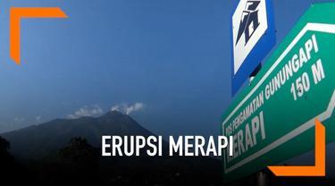 Gunung Merapi kembali mengeluarkan awan panas pagi ini. Sebelum awan panas, terlihat juga turunan lava pijar di sekitar kawah Merapi.