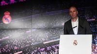 Zinedine Zidane resmi kembali menangani Real Madrid pada Senin (11/3/2019). Zidane sepakat menandatangani kontrak sampai 30 Juni 2022. (AFP/PIERRE-PHILIPPE MARCOU)