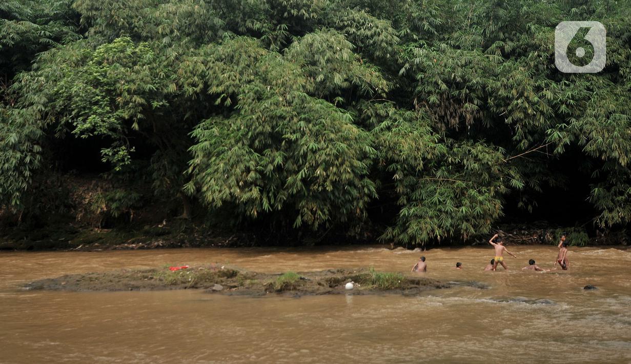 FOTO: Liburan Kecil di Kali Ciliwung - News Liputan6.com
