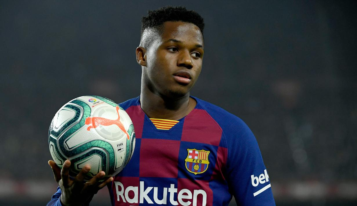 Ansu Fati memegang rekor sebagai pemain La Liga termuda yang sukses mencetak gol dan assist dalam satu pertandingan sekaligus. (AFP/Lluis Gene)
