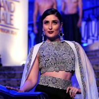 Kareena Kapoor tak hanya cantik, tapi juga brilian. (AFP/Bintangcom)