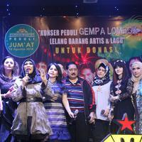 Krisdayanti, Dorce Gamaama, dan artis senior lainnya lakukan galang dana untuk korban gempa di Lombok. (Nurwahyunan/Bintang.com)