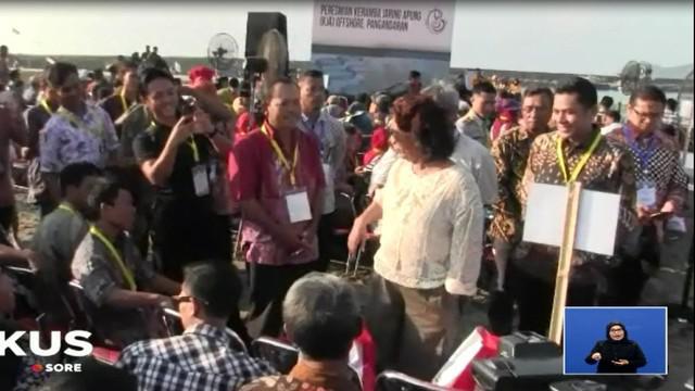 Di hadapan para nelayan dan sejumlah pejabat yang hadir, Presiden mencandai Menteri Kelautan Susi Pujiastuti yang disebutnya ingin menjadi wakil presiden.