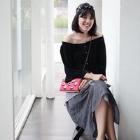 Tidak hanya memiliki suara merdu, Ivy Alyssa yang berwajah cantik ini juga selalu berpenampilan modis dengan koleksi scarf yang dimilikinya. Dan begini lah cara Ify mix and match dengan scarfnya. (Instagram/Ifyalyssa)