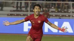 Osvaldo Haay. Pemain yang kini memperkuat Persija Jakarta bukanlah sosok baru. Ia telah menjadi bagian Timnas Indonesia U-22 sejak 2017. Di samping kecepatan, dribel yang ciamik dan naluri mencetak golnya yang tinggi, daya jelajah di sisi pinggir lapangan adalah kelebihannya. (M. Iqbal Ichsan)