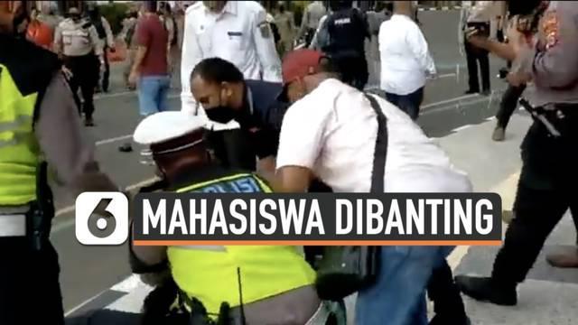 Video aksi kekerasan terhadap mahasiswa yang dilakukan oknum polisi di tengah aksi unjuk rasa di depan gedung Pemkab Tangerang viral. Pelaku meminta maaf dan siap untuk bertanggung jawab atas perbuatannya.