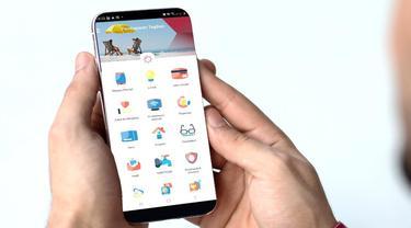 Nasabah melakukan pembayaran zakat menggunakan OCTO Mobile dari CIMB Niaga. (Dok CIMB Niaga)