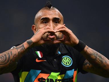 Inter Milan sukses menghentikan catatan kemenangan beruntun Sheriff Tiraspol di fase Grup D Liga Champions pada matchday ketiga. Laga yang berlangsung di Giuseppe Meazza, Rabu (20/10/2021) dini hari WIB, berakhir dengan skor 3-1. (AFP/Marco Bertorello)