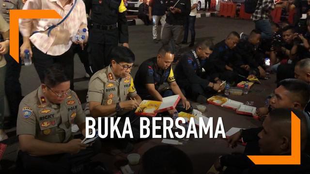 Kapolda Maluku Inspektur Jenderal Royke Lumowa datang ke Jakarta untuk melihat anak buahnya. Ia langsung melakukan pemantauan, dan ikut berbuka puasa bersama puluhan personel anggota.