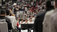 Capres nomor urut 01 Joko Widodo bersiap memberi sambutan pada Deklarasi Dukungan 10.000 Pengusaha untuk Jokowi-Ma'ruf Amindi Istora Senayan GBK, Jakarta, Kamis (21/3). Deklarasi dihadiri pengusaha yang tergabung dalam KerJo.(Www.sulawesita.com)