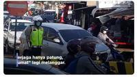 Patung polisi di Sidoarjo, Jawa Timur  (@ndorokakung)
