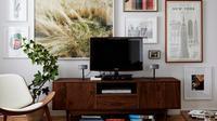 Layar televisi terbilang sulit dimanfaatkan untuk jadi fokal poin yang menarik pada sebuah ruangan. (Image: Pexels)