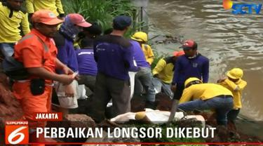 Selain itu, pemprov mensiagakan 450 unit pompa air di titik-titik lokasi langganan banjir yang sebagian besar berada di dataran rendah.