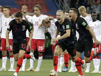Ekspresi pemain Kroasia setelah mengalahkan Denmark pada laga 16 besar Piala Dunia 2018 di Nizhny Novgorod Stadium, Rusia, (1/7/2018). Kroasia menang 3-2 lewat adu penalti. (AP/Gregorio Borgia)