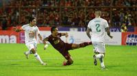 Penyerang PSM, Ferdinand Sinaga, saat menghadapi PSS di Stadion Andi Mattalatta Mattoangin, Makassar (1/3/2020). (Bola.com/Abdi Satria)