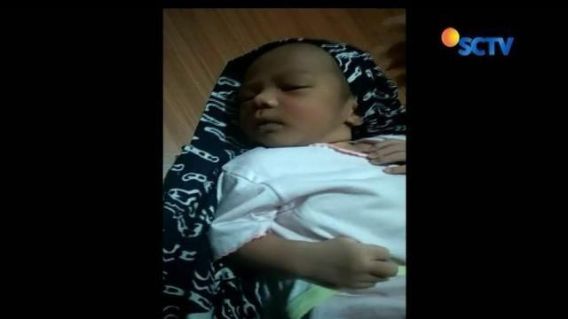 Seorang bayi ditemukan hanya berselimut kain di teras rumah warga di Tasikmalaya, Jawa Barat. Bayi itu ditemukan di teras rumah warga dengan hanya berselimut kain, serta satu kantong plastik berisi popok dan minyak telon.