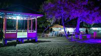 Suasana wisata malam Pantai Minanga, Gorontalo Utara. (Foto: Liputan6.com/Arfandi Ibrahim)