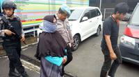 Pelaku penyebar hoax tentang pembunuhan Muadzin di Kabupaten Majalengka diketahui seorang dosen aktif di salah satu Universitas di Yogyakarta (Liputan6.com / Panji Prayitno)