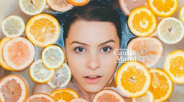 Perawatan wajah dengan bahan-bahan alami. (unsplash.com/Noah Buscher).
