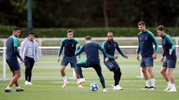 Pemain Tottenham Hotspur saat mengikuti latihan tim di Tottenham Hotspur Training Centre di Enfield, Inggris (2/10). Tottenham akan bertanding melawan wakil Spanyol Barcelona pada grup B Liga Champions. (Adam Davy/PA via AP)