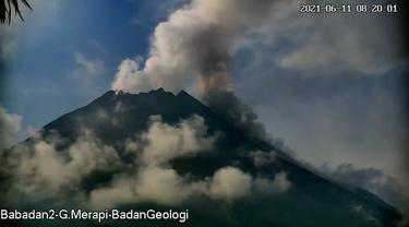 Gunung Merapi luncurkan awan panas pada 11 Juni 2021. (Foto: Liputan6.com/BPPTKG)
