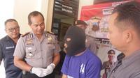 Kepolisian Cilacap mengungkap kasus pencabulan anak di bawah umur yang dilakukan oleh ayah tiri kepada anaknya. (Foto: Liputan6.com/Polres Cilacap/Muhamad Ridlo)